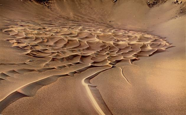 Mars not capable to support lives, dark streaks represent flowing sand, not water: NASA