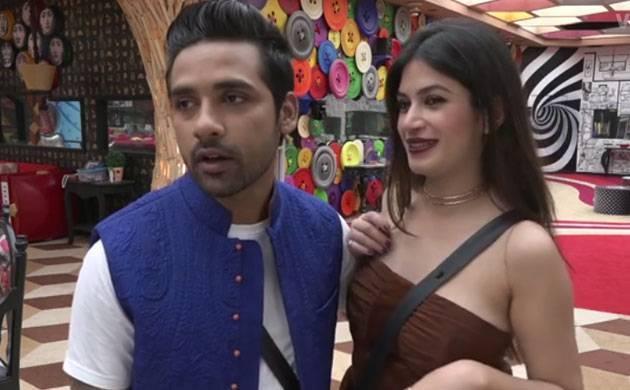 Bigg Boss 11: Love birds Bandagi Kalra-Puneesh Sharma gets into nasty fight (watch video)