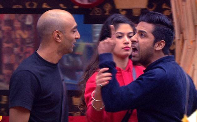 Bigg Boss 11: Puneesh Sharma THROWS shoe at Akash Dadlani (see video)