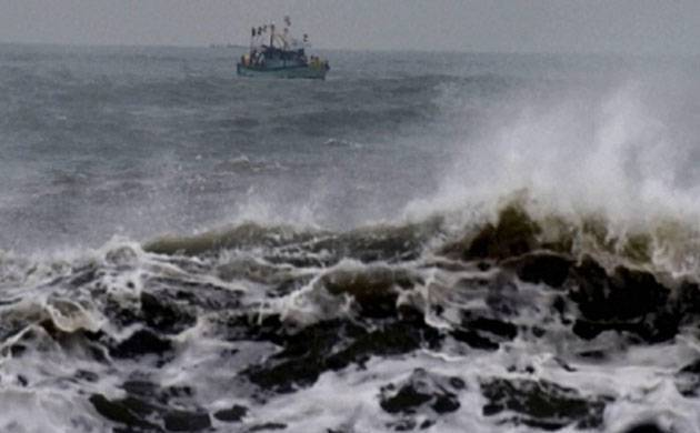 Cyclone Ockhi to make landfall in Gujarat by Tuesday midnight; schools colleges in Mumbai closed  (File Photo)