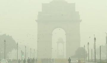 Delhi wakes up to foggy morning as cold wave sweeps North India