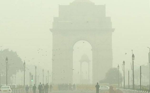 Fog shrouds the national capital as mercury dips; early morning visuals from Delhi's India Gate. (ANI)