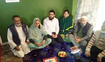 Kashmiri youth dares terrorists, tops civil service exam