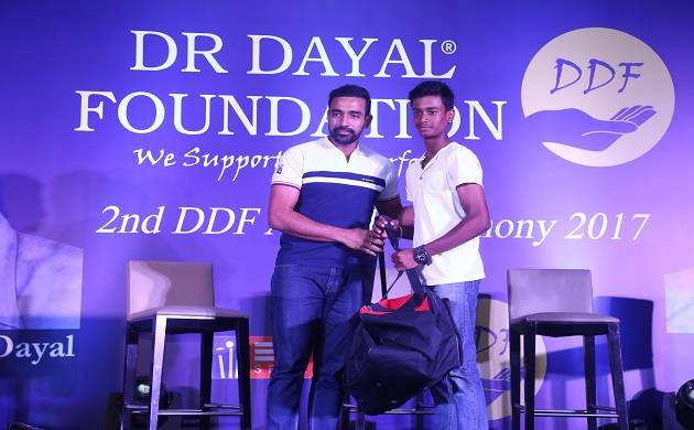 Robin Uthappa also distributed 50 kits to aspiring cricketers at 10th anniversary of Dr. Dayal foundation. (robin uthappaNews Nation)