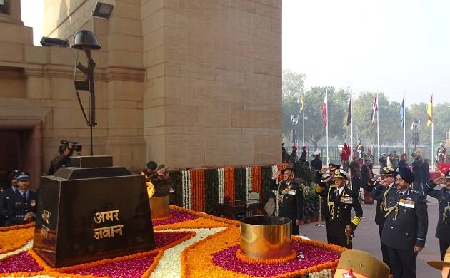 Army chief General Bipin Rawat, Navy chief Admiral Sunil Lanba and Indian Air Force chief B.S. Dhanoa pay tribute to martyrs at Amar Jawan Jyoti, India Gate on Army Day in New Delhi on Jan 15, 2018. (Photo: IANS)