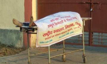 Watch video | Jharkhand hospital wraps dead tribal youth with govt adv poster