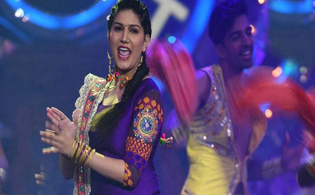 Fans go out of control during Bigg Boss 11 contestant Sapna Choudhary's show in Kanpur (Source- Colors' Twitter)