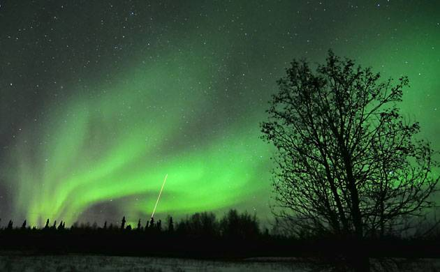 Electrons bouncing across Earth's magnetic field cause Northern Lights! (Source: NASA)