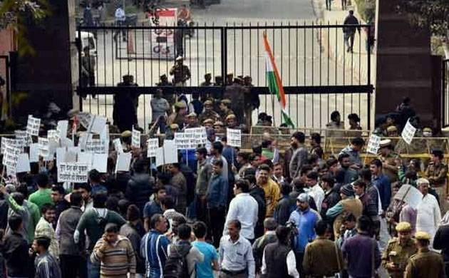Delhi HC asks students not to 'obstruct' staff, files FIR (Source: PTI)