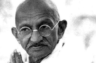 Rare signed photo of Mahatma Gandhi may fetch USD 10k at auction
