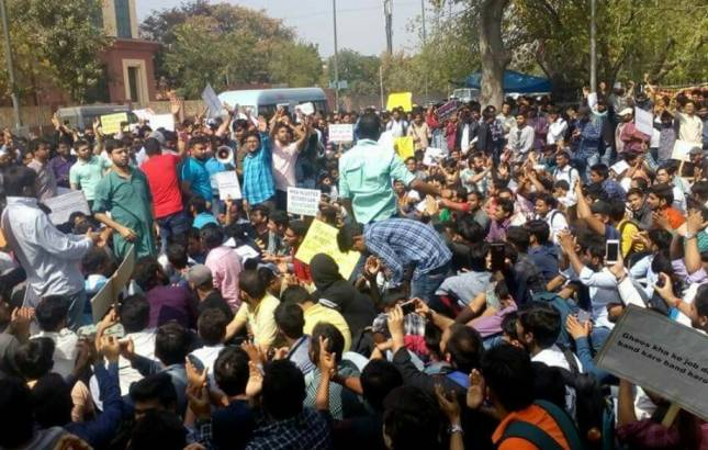 Massive youth protests against SSC CGL Tier II paper leak, students demand CBI probe (Photo: Twitter/@gaurav76043502)