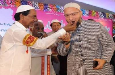 K Chandrashekar Rao can play pivotal role in 2019 Lok Sabha polls: Owaisi