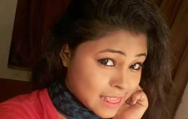 Bengali actress Moumita Saha hangs herself to death, suicide note recovered