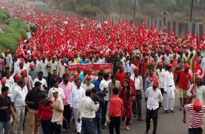 After Mumbai agitation farmers stage protest in Odisha over MSP, pension