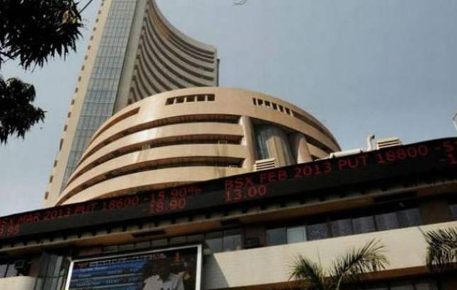 Sensex surges below 33,000, sheds 253 pts, Nifty below 10,100(Source - PTI)