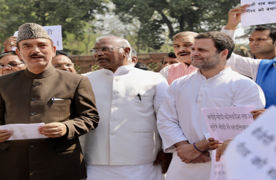 SC ruling on SC/ST act: Congress MPs protest, demand Centre to file review petition
