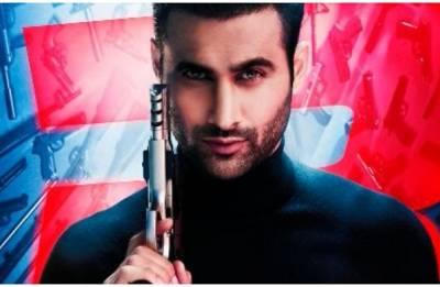 Race 3 new poster: Salman Khan introduces Freddy Daruwala aka Baddie Rana in his ferocious avatar