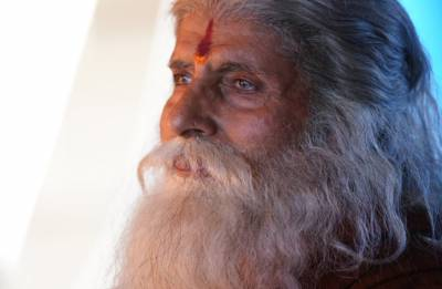 Amitabh Bachchan shares his new look for Chiranjeevi, Nayantara starrer Sye Raa Narsimha Reddy