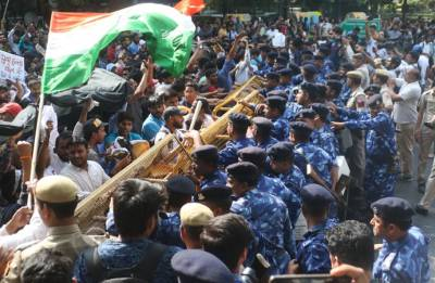 SSC paper leak: Angry protesters clash with police officials, detained