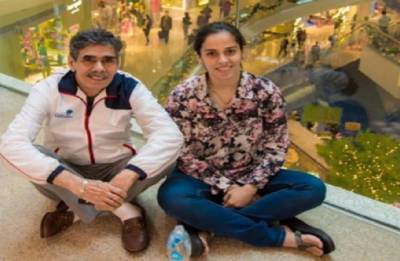 Saina Nehwal's father finally cleared to enter CWG village at Gold Coast