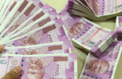 Rupee falls 20 paise against US dollar in early trade