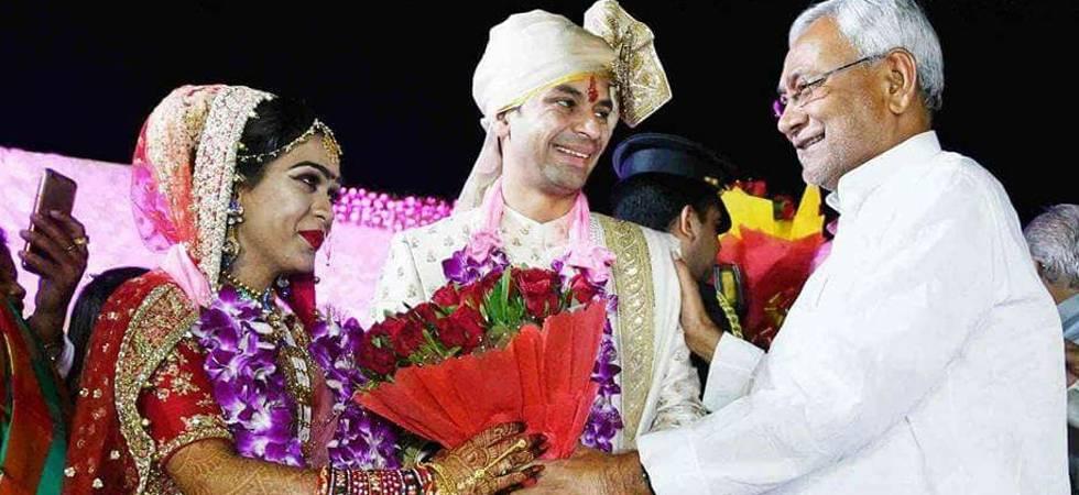 Chaos at Tej Pratap's wedding; unruly crowd loots food items, crockery