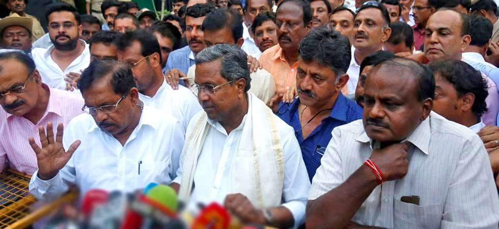 Karnataka CM-designate HD Kumaraswamy (Right), DK Shivakumar (Centre), Siddaramaiah (Left) during a media briefing