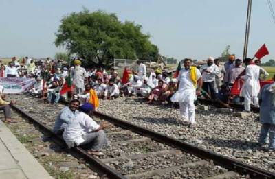 Passenger trains delayed due to farmers' agitation