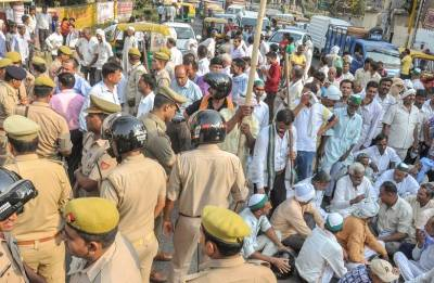 Farmers intensify protests; stop supply of vegetables, milk, fruits to various cities