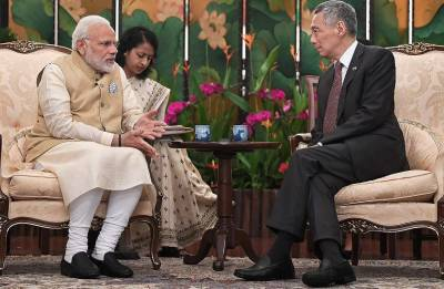 PM Modi meets Singapore's Lee Hsien Loong; agrees to improve business access