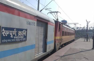 Power car of Sampoorna Kranti Express derails at Ghaziabad; resumes journey after tracks restored