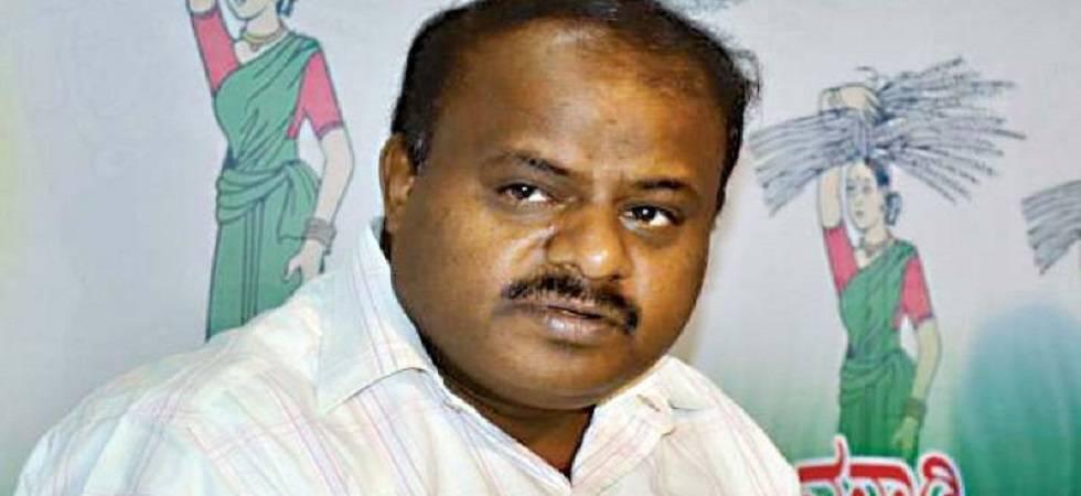 Kumaraswamy gives higher education portfolio to class 8 pass minister (File Photo)