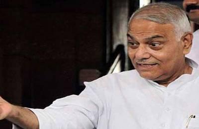 Former BJP leader Yashwant Sinha joins thousands of protesting AAP leaders, workers in Delhi