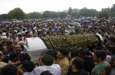 Thousands bid tearful farewell to Shujaat Bukhari amid pouring rain; J-K Police arrests one suspect