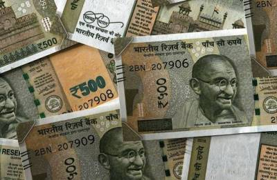 Rupee recovers from one-month low, up 32 paise against US dollar