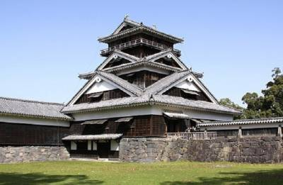 'Drum tower' collapses at Japan's quake-hit Kumamoto Castle