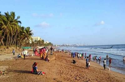 Navy, Coast Guard deploy choppers to trace four feared drowned off Mumbai's Juhu beach