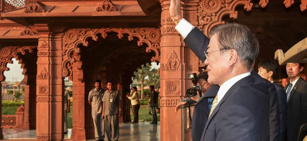 South Korean Prez Moon Jae-in visits Akshardham temple in Delhi (Photo Source: PTI)