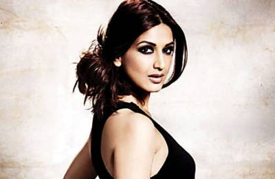 Sonali Bendre shares emotional posts; cuts long locks after being diagnosed with cancer