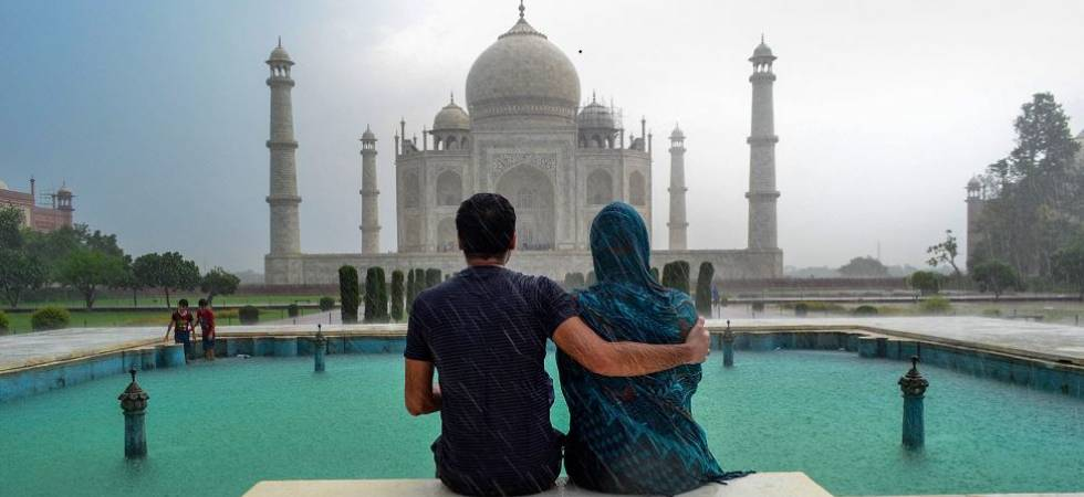 Supreme Court slams Centre, says Taj Mahal preservation 'hopeless cause' (Photo: PTI)