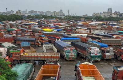 Truckers call off strike; Government forms high-level panel to look into demands