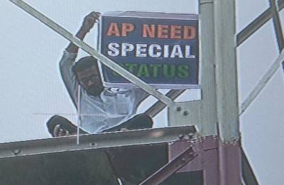 Man climbs tower in Delhi to demand special status for Andhra Pradesh