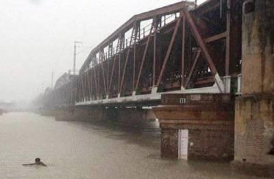 Old Yamuna bridge reopens