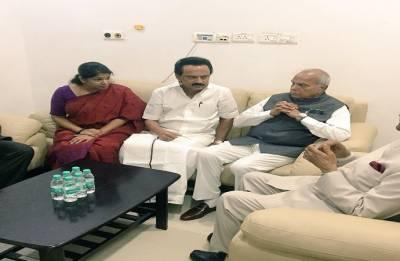 President Kovind visits Karunanidhi at hospital