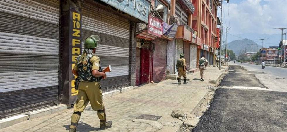 Supreme Court hearing on Article 35A today; shutdown in Kashmir throws normal life out of gear (PTI Photo)