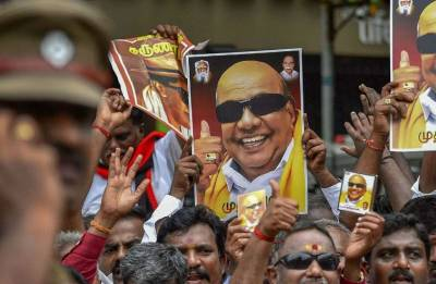 Karunanidhi denied burial land at Marina beach; DMK knocks HC door midnight
