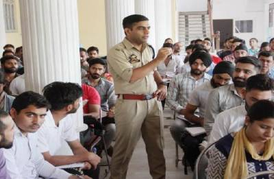 IPS officer's 'Operation dreams' helps 38 students clear Sub Inspector exam in J&K