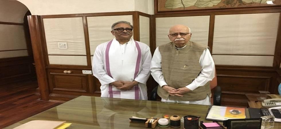 BJP leader LK Advani condones the death of former Lok Sabha speaker Somnath Chatterjee ( Photo: Twitter/ @NarainVineet )