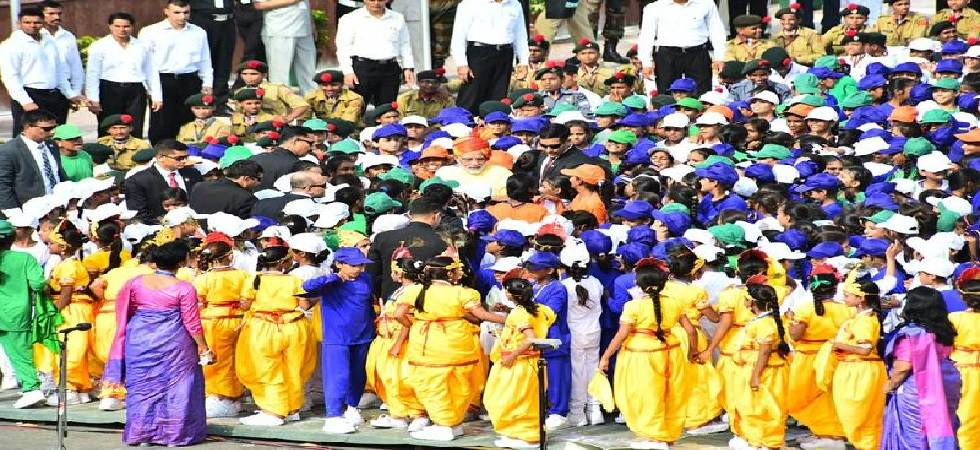 School girl collapses during I-Day celebrations at Red Fort, rushed to hospital (Photo: Twitter)