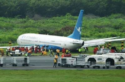 Chinese plane slides off Manila runway causing flight delays
